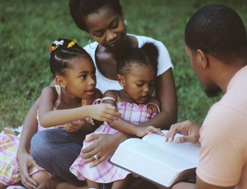 How to Pray as a Family at Home? Here Are Some Tips for Family Prayer