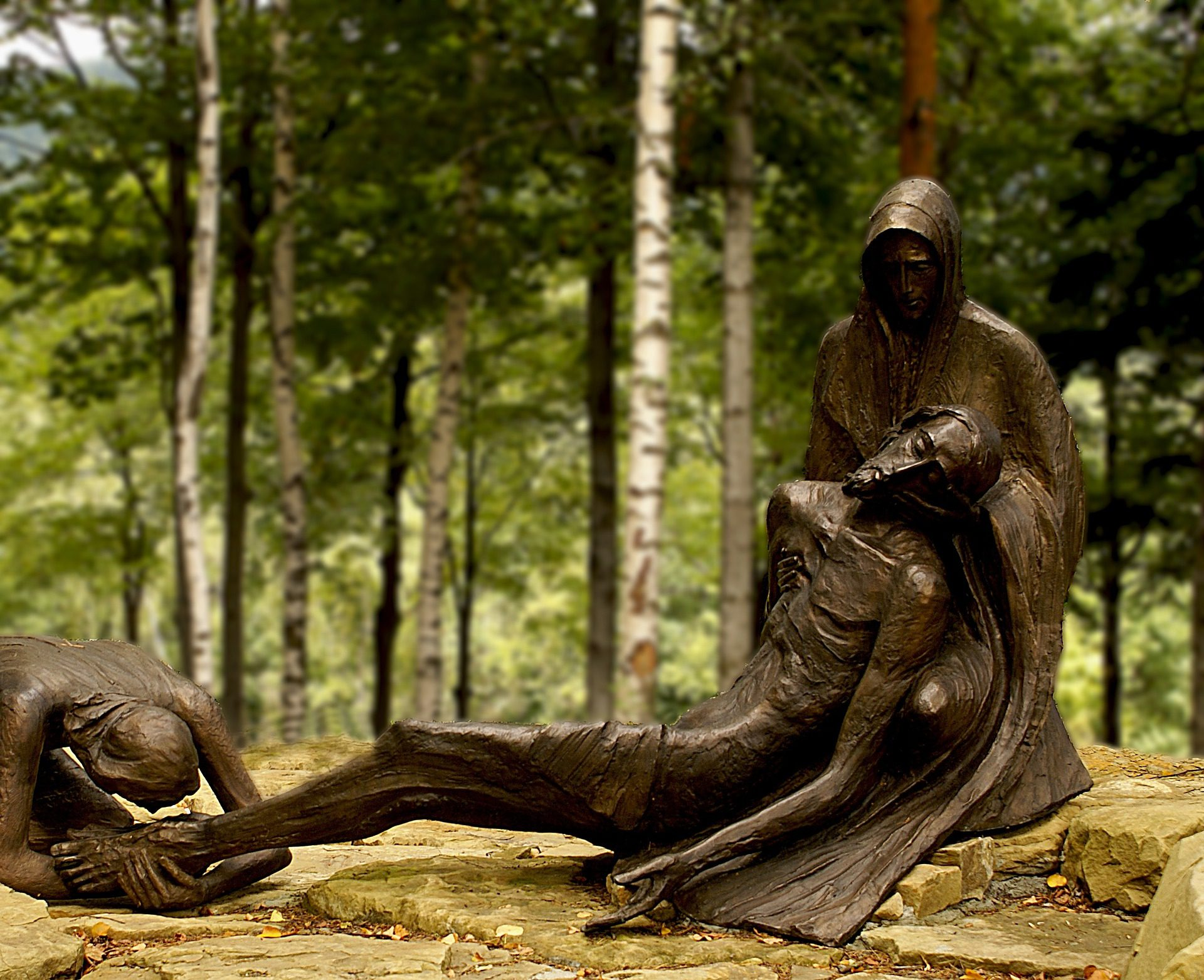 Praying the Stations of the Cross: A Devotion of Suffering During a Year of Lent